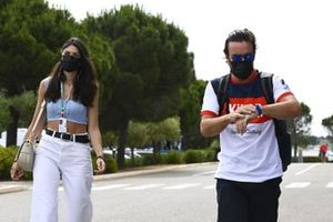Fernando Alonso, Alpine F1 with his girlfriend Linda Morselli