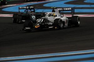 Lorenzo Colombo, Campos Racing, leads Matteo Nannini, HWA Racelab