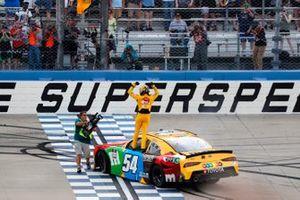Race winner Kyle Busch, Joe Gibbs Racing, Toyota Supra M&M's