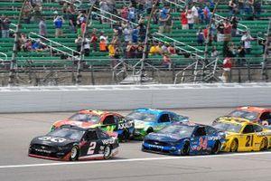 Brad Keselowski, Team Penske, Ford Mustang Verizon 5G et William Byron, Hendrick Motorsports, Chevrolet Camaro Axalta