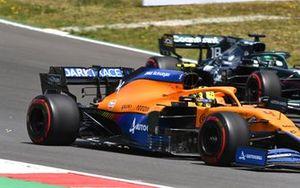 Ландо Норрис, McLaren MCL35M, Лэнс Стролл, Aston Martin AMR21