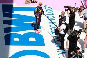 Pole man Max Verstappen, Red Bull Racing, dans le parc fermé