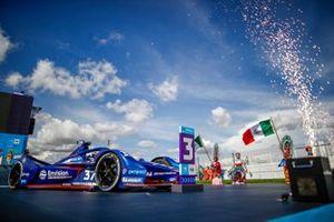 Nick Cassidy, Envision Virgin Racing, Audi e-tron FE07, terzo classificato, arriva al Parc Ferme