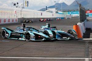Tom Blomqvist, NIO 333 001, se bat avec Sam Bird, Jaguar Racing, Jaguar I-TYPE 5
