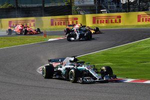 Lewis Hamilton, Mercedes-AMG F1 W09, en tête