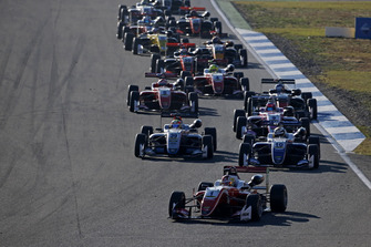 Start, Guanyu Zhou, PREMA Theodore Racing Dallara F317 - Mercedes-Benz lider