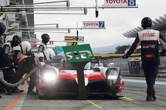 #8 Toyota Gazoo Racing Toyota TS050: Sebastien Buemi, Kazuki Nakajima, Fernando Alonso, dans la voie des stands