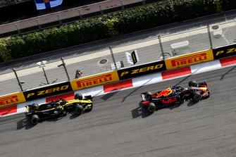Max Verstappen, Red Bull Racing RB14 en Nico Hulkenberg, Renault Sport F1 Team R.S. 18
