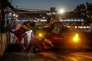 #64 Scuderia Corsa Ferrari 488 GT3, GTD: Frank Montecalvo, Townsend Bell, Bill Sweedler, pit stop