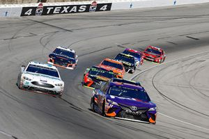 Denny Hamlin, Joe Gibbs Racing, Toyota Camry FedEx Office e David Ragan, Front Row Motorsports, Ford Fusion Earthwater