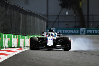 Sergey Sirotkin, Williams FW41 locks up in FP2