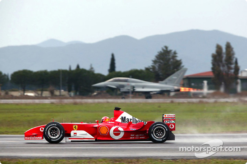El miércoles 11 fue se cumplían 16 años del duelo entre Michael Schumacher con su Ferrari F2003-GA y el caza Eurofighter Typhoon