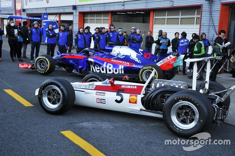 Toro Rosso STR13 dan Honda RA301