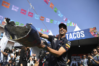 Daniel Ricciardo, Red Bull Racing plays pinata