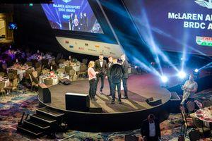 Les nommés au McLaren Autosport BRDC Award Jamie Caroline, Tom Gamble, Max Fewtrell et Kiern Jewiss sur scène pour une répétition