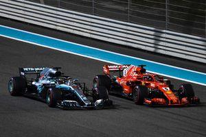 Lewis Hamilton, Mercedes AMG F1 W09 EQ Power+ en Sebastian Vettel, Ferrari SF71H zwaaien