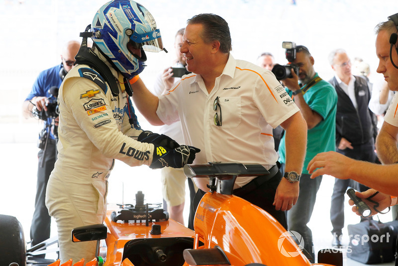 Jimmie Johnson in the McLaren ve Zak Brown
