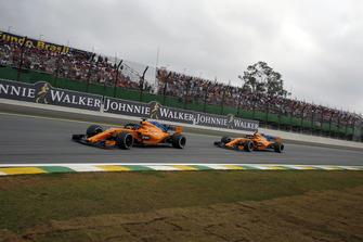 Fernando Alonso, McLaren MCL33 leads Stoffel Vandoorne, McLaren MCL33