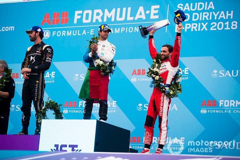 Jérôme d'Ambrosio, Mahindra Racing, festeggia il terzo posto sul podio, mentre il vincitore Antonio Felix da Costa, BMW I Andretti Motorsports osserva