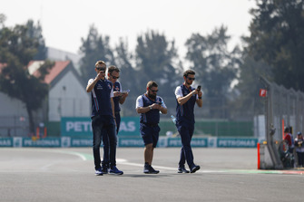 Sergey Sirotkin, Williams Racing, walks the circuit with colleagues, and takes picture with his phone