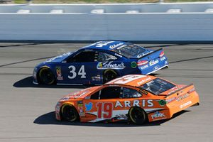 Daniel Suarez, Joe Gibbs Racing, Toyota Camry ARRIS, Michael McDowell, Front Row Motorsports, Ford Fusion Coburn Supply Company
