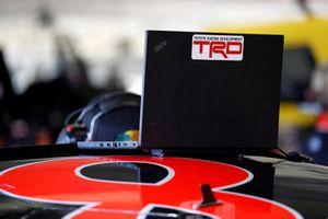 Martin Truex Jr., Furniture Row Racing, Toyota Camry Bass Pro Shops/5-hour ENERGY, TRD, laptop, engineer