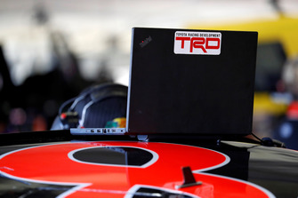 Martin Truex Jr., Furniture Row Racing, Toyota Camry Bass Pro Shops/5-hour ENERGY, TRD, laptop, engineer