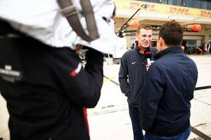 Stewart-Haas Racing NASCAR coureur Clint Bowyer met het Haas F1-team