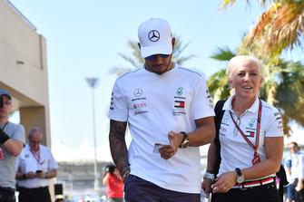 Lewis Hamilton, Mercedes AMG F1 et Angela Cullen, son attachée presse et entraîneuse