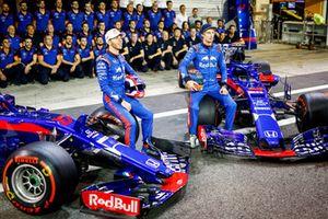Pierre Gasly, Scuderia Toro Rosso, and Brendon Hartley, Scuderia Toro Rosso, sit for the team photo