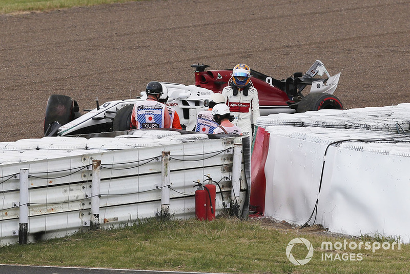 Marcus Ericsson, Sauber C37 crashed in Q1