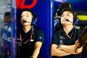 Toro Rosso Honda engineers in the garage