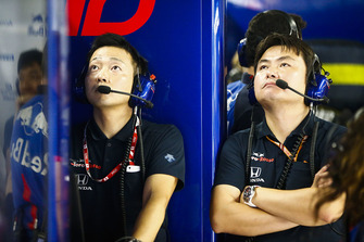 Toro Rosso Honda engineers in the garage
