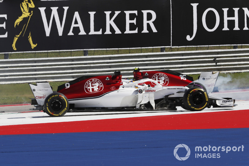 12. Marcus Ericsson, Sauber C37 and Charles Leclerc, Sauber C37 crash on lap 1