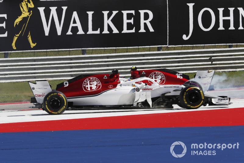 Marcus Ericsson, Sauber C37 menyalip Charles Leclerc, Sauber C37 yang melintir di lap 1