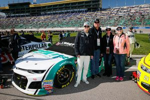 William Byron, Hendrick Motorsports, Chevrolet Camaro Unifirst with guests