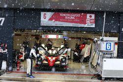 Stephane Sarrazin, Mike Conway, Kamui Kobayashi, #06 Toyota Gazoo Racing Toyota TS050 Hybrid tijdens