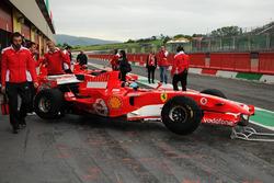 El Ferrari F1 Clienti en una caja