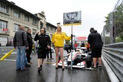 Grid girl, Arjun Maini, ThreeBond with T-Sport Dallara F312 – ThreeBond