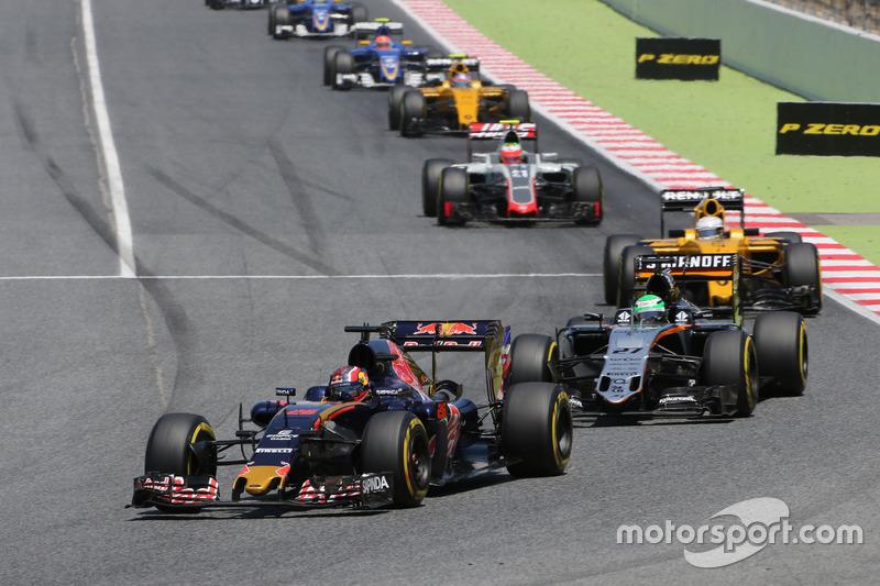 Гонка завершилась победой Ферстаппена на Red Bull. Квят тем временем боролся в середине пелотона
