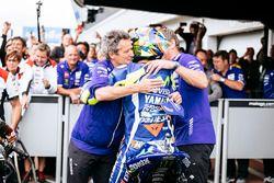 Tercero, Valentino Rossi, Yamaha Factory Racing en parc ferme