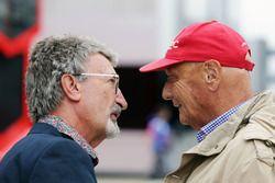 Eddie Jordan, met Niki Lauda, voorzitter Mercedes