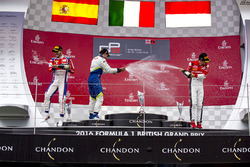 Podium: winnaar Antonio Fuoco, Trident, tweede Alex Palou, Campos Racing, derde Charles Leclerc, ART