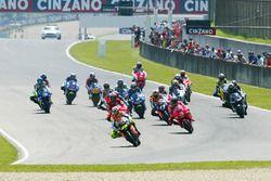 Inicio: Valentino Rossi líder