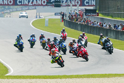 Start zum GP Italien 2002 in Mugello: Valentino Rossi, Repsol Honda Team, führt