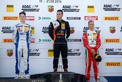 Podio: Sieger Joseph Mawson, Van Amersfoort Racing; 2. Mike David Ortmann, Mücke Motorsport; 3. Mic