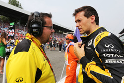 Jolyon Palmer, Renault Sport F1 Team con Julien Simon-Chautemps, Renault Sport F1 Team Carrera de In
