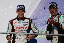 Tercer lugar Stéphane Sarrazin, Mike Conway, Kamui Kobayashi, Toyota Racing