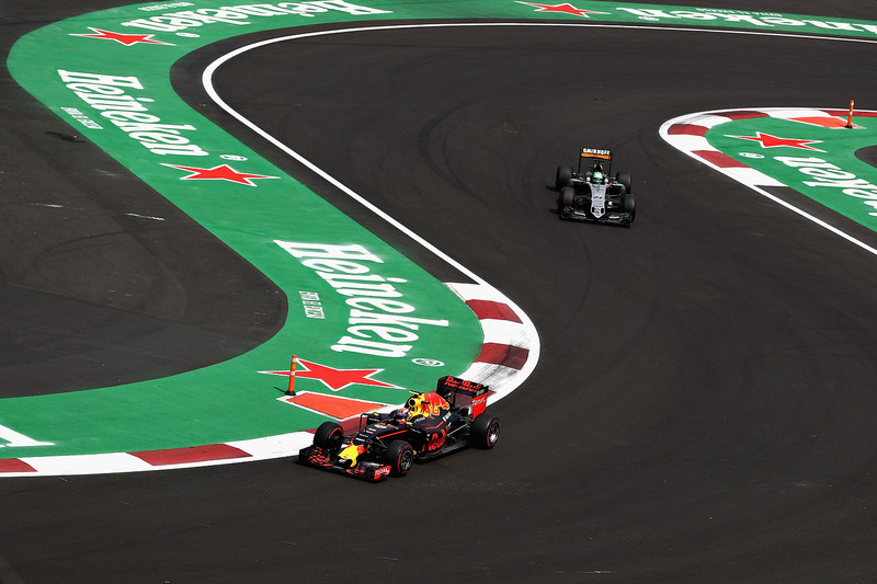 Max Verstappen, Red Bull Racing RB12; Nico Hülkenberg, Sahara Force India F1 VJM09