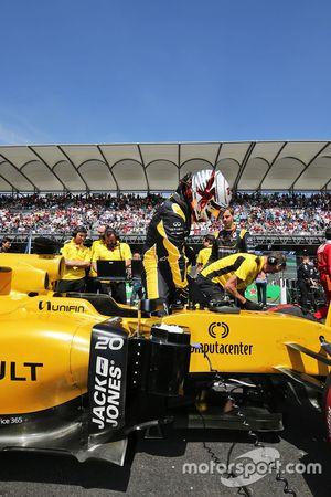 Kevin Magnussen, Renault Sport F1 Team R.S.16 sur la grille